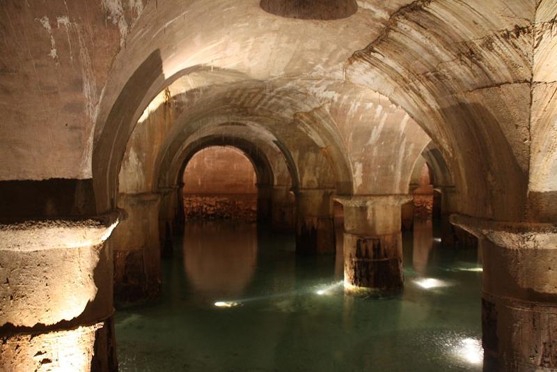 1024px-01._Bassin_filtrant_-_usine_des_eaux_de_Saint-Clair