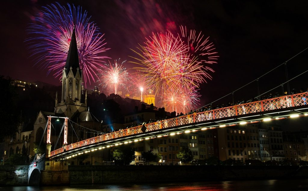 fireworks-1843175_1280